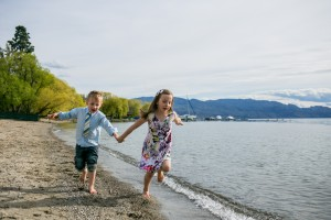 zina-kelowna-family-beach-photography (18)