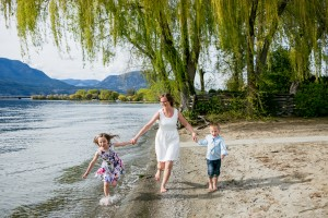 zina-kelowna-family-beach-photography (20)