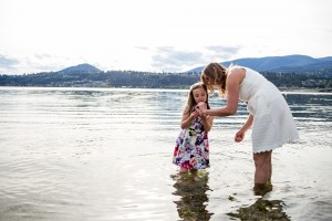zina-kelowna-family-beach-photography (33)
