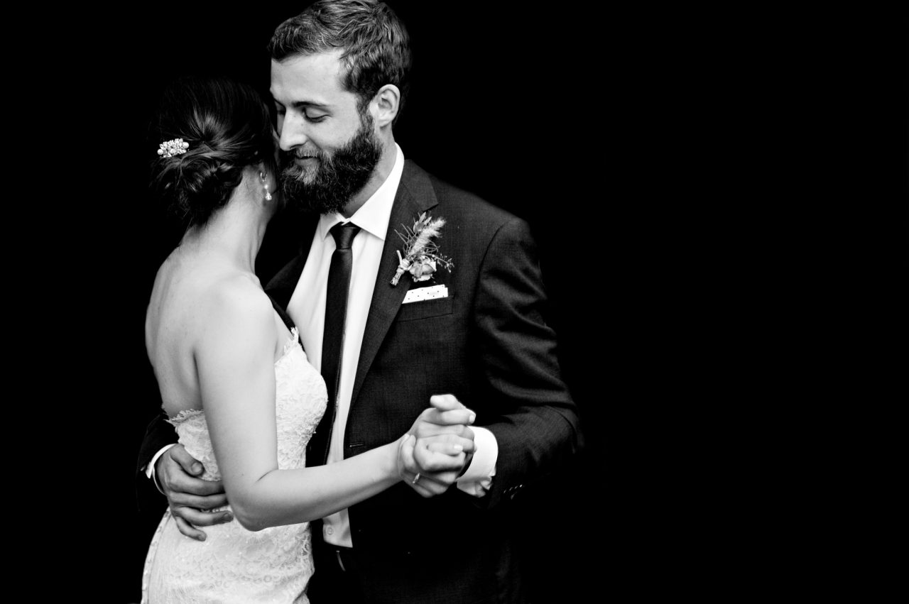 Bride and groom first dance black and white | nanaimo wedding photographer