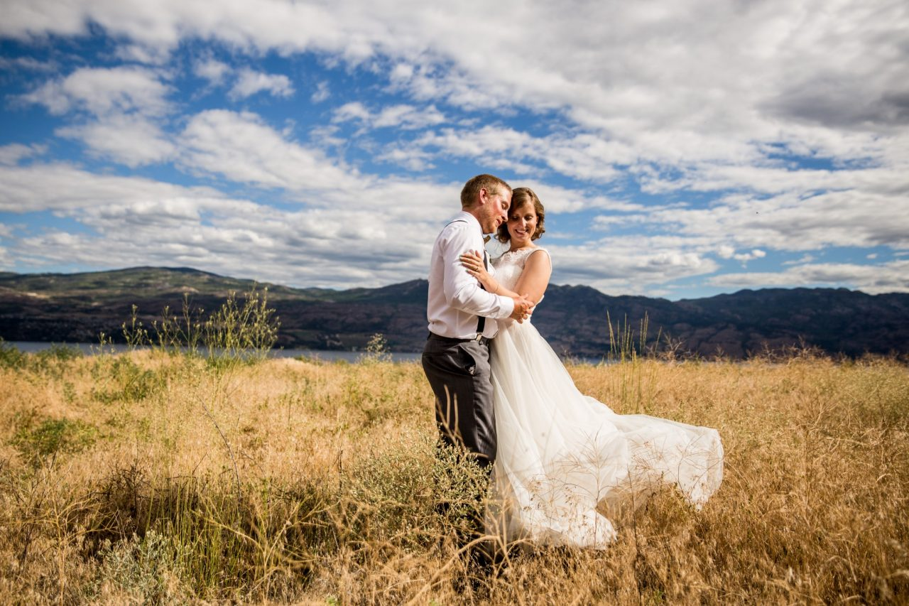 Bride and groom embrace in long field grass wedding portrait | Nanaimo Wedding photographer