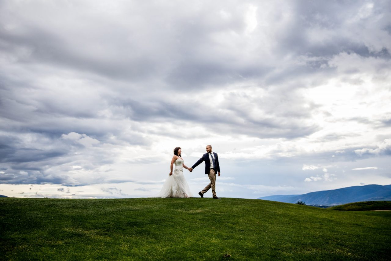 Bride and groom holding hands while walking at Harvest Golf Club Kelowna   Nanaimo Wedding Photographer